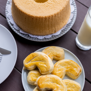 Breakfast Bundle (1Chiffon Cake, 1 Bean Biscuit, 6 Soy Milk Pouches)